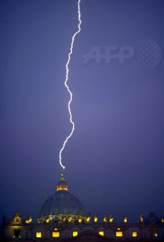 13_02_11_lightning_St_Peters